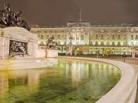 Palácio de Buckingham à noite (Reino Unido)
