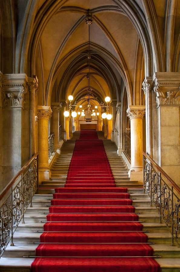 Interiorul clădirii în stil gotic