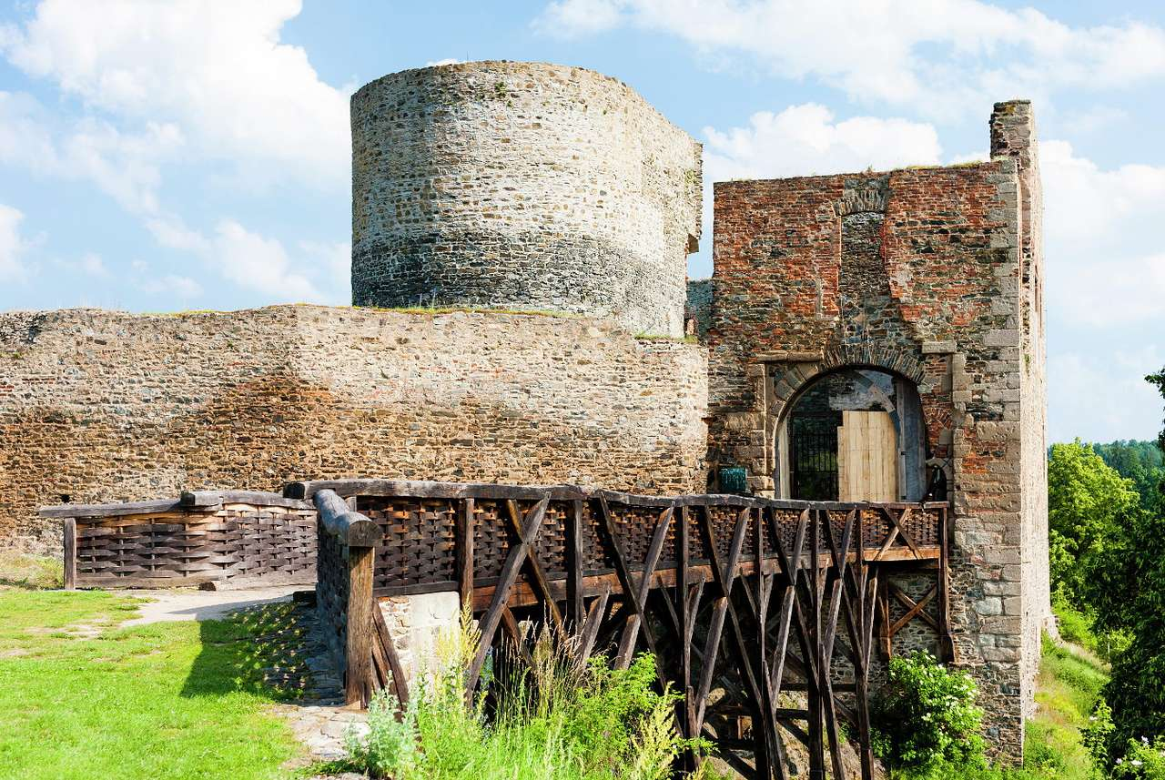 Krakovec Castle (Czech Republic) - Krakovec castle was built in the fourteenth century during the reign of Wenceslaus IV of Bohemia. The castle towers over the place where the Šípského and Cracow streams flow into the river Javornic (8×6)