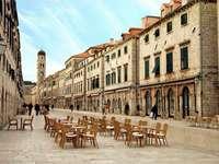 Stradun - hlavní ulice v Dubrovníku (Chorvatsko)