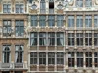 Fațade ale breslelor de pe Grand Place din Bruxelles (Belgia)