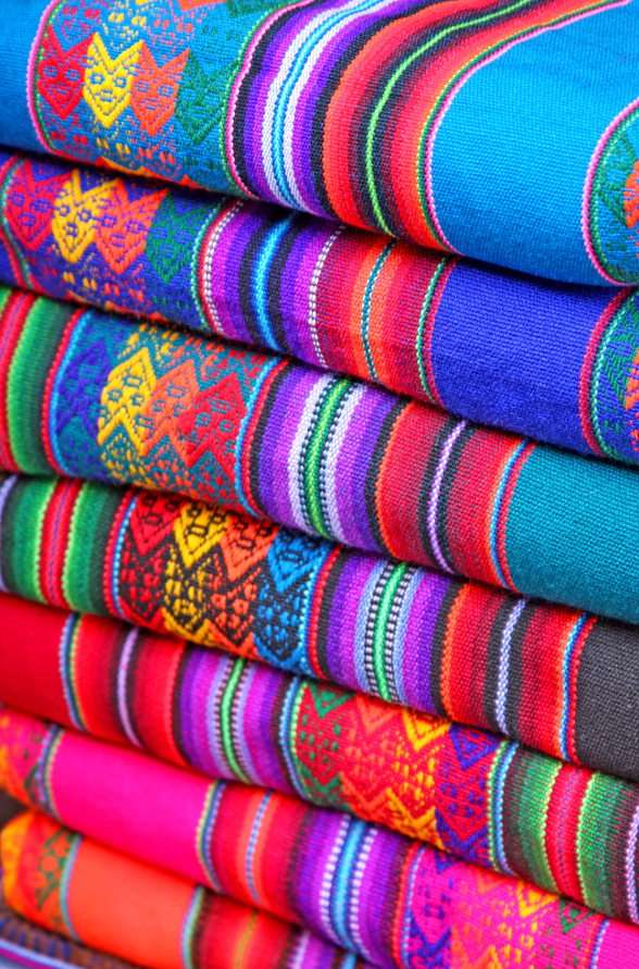 Patterned fabrics - Pieces of clothing or fabric referring to the folk traditions of the visited country are a popular souvenir from long journeys. At markets and fairs in Peru, Ecuador, Chile and Mexico we will find a w (7×11)