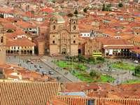 Place au centre de Cuzco (Pérou)