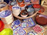 Kleurrijke keramische schotels