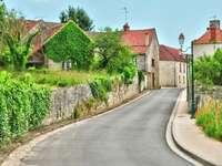 Calle de la localidad de Fontenay-Saint-Père (Francia)
