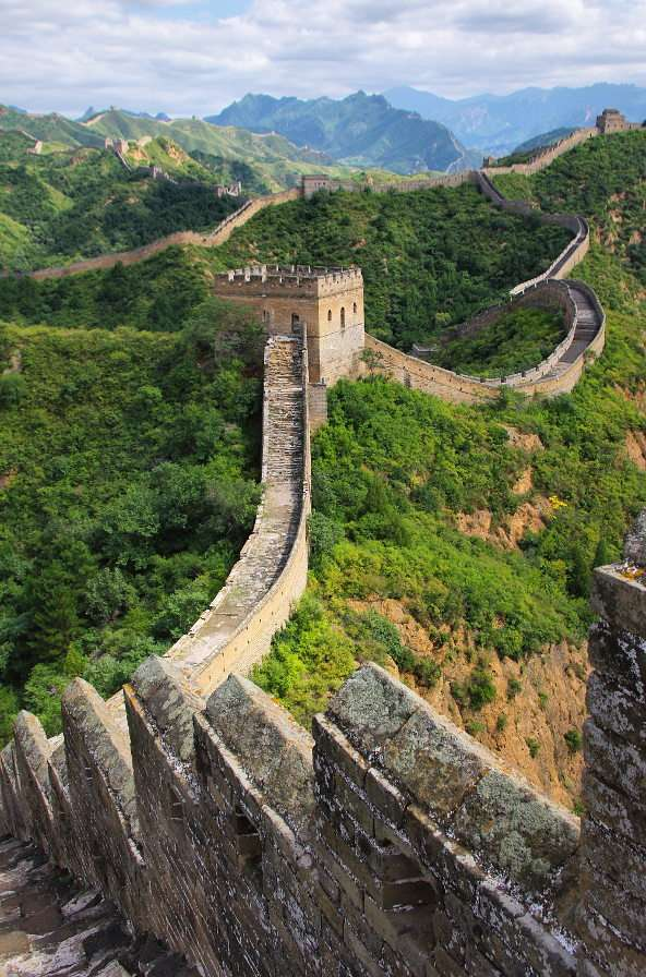 Great Wall of China (China) - The Great Wall of China is the name of a system of fortifications built along the north of China. They were constructed by the empire from the third century BC. for many centuries to stop the invasion (8×8)