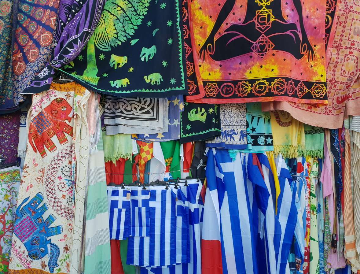 Stall in Athens (Greece) - Athens is the city located in the Greek region of Attica, it is also the capital of the country and an important tourist center. Countless stalls, bazaars and souvenir shops offer visitors a wide rang (19×14)