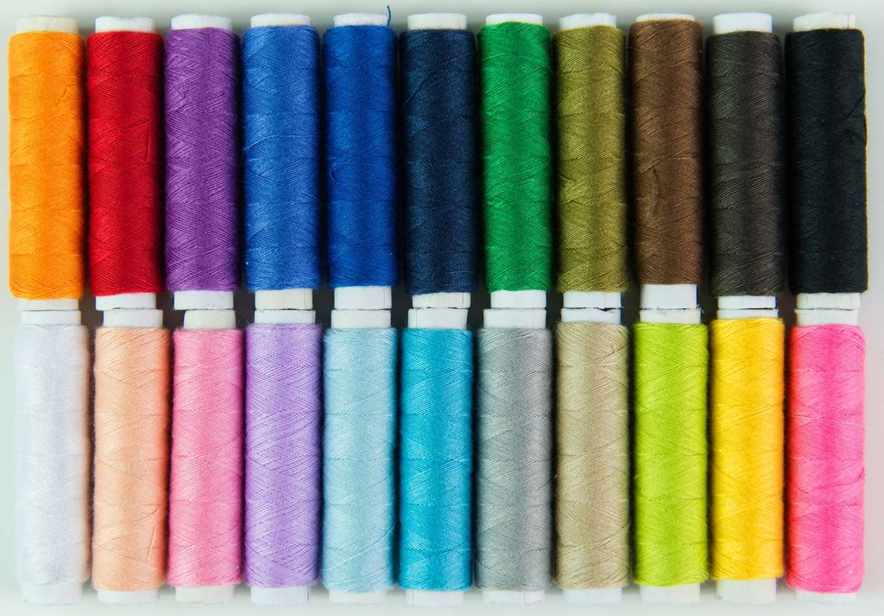 Bobbins with colorful threads - Two hundred years ago, the color of clothes spoke a lot about the social and economic status of the person who wore it. Extravagant colors were reserved for the richest layers of society, as obtaining (19×6)