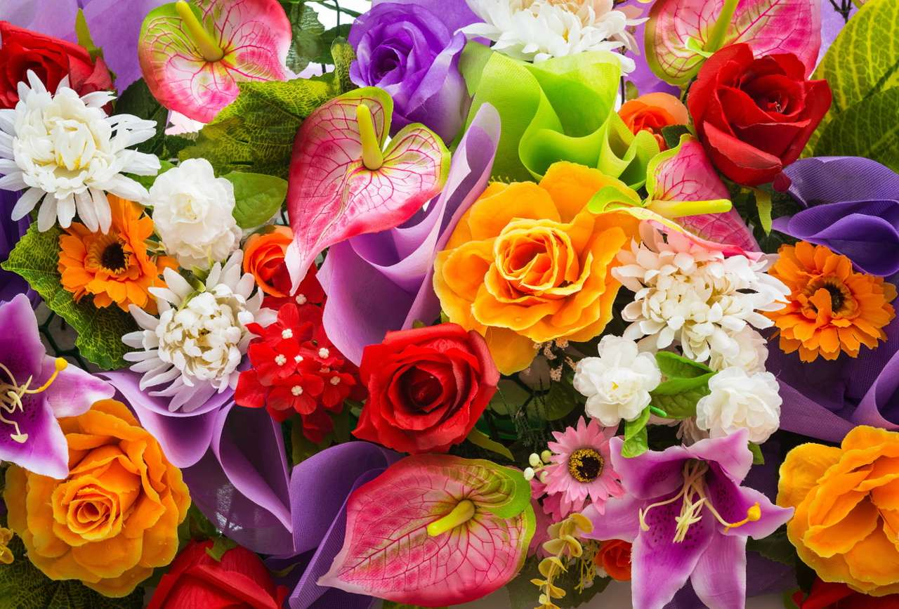 A bunch of colorful flowers - Cut flowers arranged in a tasteful bunch is a universal gift that will suit almost any occasion, creating a smile on the face of the person receiving flowers. Therefore, when expecting guests it is wo (21×14)