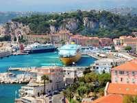 Cruiseschip in de haven van Nice (Frankrijk)