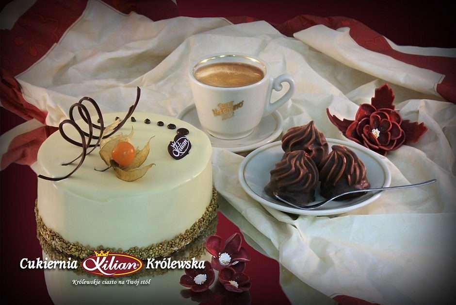 αρωματικός καφές και νόστιμο κέικ - Αρωματικός καφές και νόστιμο κέικ μόνο στο Βασιλικό Ζαχαροπλαστείο (5×4)