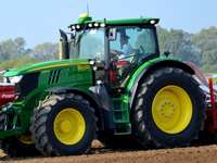 JD 6210R in Bednary