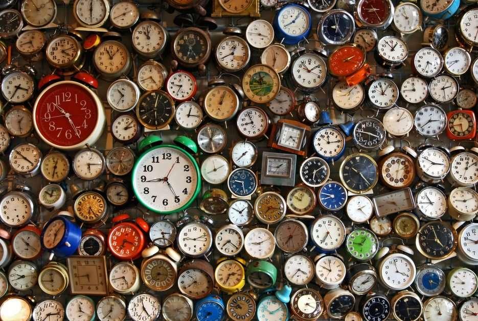 clocks (17×17)