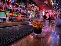 Scenă de bar de Ray Gervais