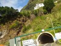 tunel pod horou