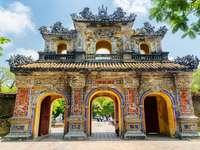 Eastern Gate i Hue pussel från foto