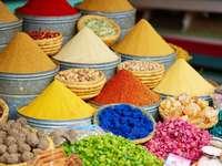 Koření v Marrakech. puzzle z fotografie