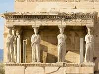 Karyatides standbeelden binnen Akropolis