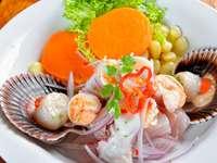 Tengeri ételek és hal perui ceviche keveréke.